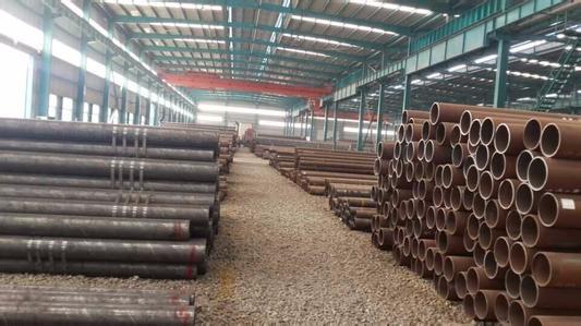 天津石油裂化管厂和混凝土轴向应变分布实测结果表明